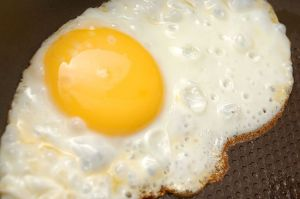 550px-Sunny-Side-Up-Eggs-Step-8